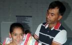 Hayatını engelli yüzücü kızına adadı