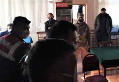KAHRAMANMARAŞ'TA KUMARBAZLAR TUVALETTE YAKALANDI