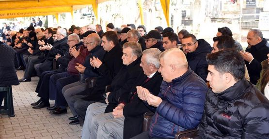 SANKO HOLDİNG'İN KURUCUSU SANİ KONUKOĞLU KABRİ BAŞINDA ANILDI