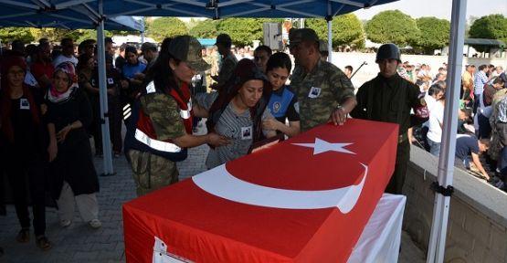 ŞEHİT KARTAL KAHRAMANMARAŞ'TA TOPRAĞA VERİLDİ
