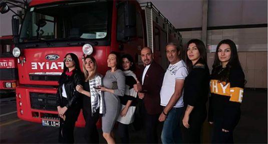 SKANDAL DEFİLE  TÜRKİYE'YE REZİL ETTİ