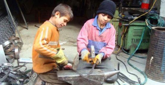 Tekstil atölyelerinde Suriyeli çocukların çalıştırıldığı iddiası